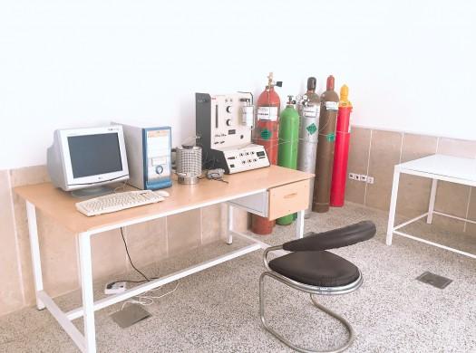 آزمایشگاه شیمی سطح و آنالیزهای پلیمری-حرارتی